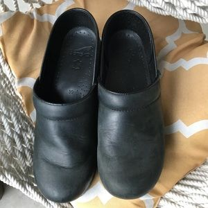 Dansko Black Leather Clogs size 39 EU